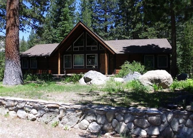 3075E-Ralfs-Riverfront - South Lake Tahoe - Hus