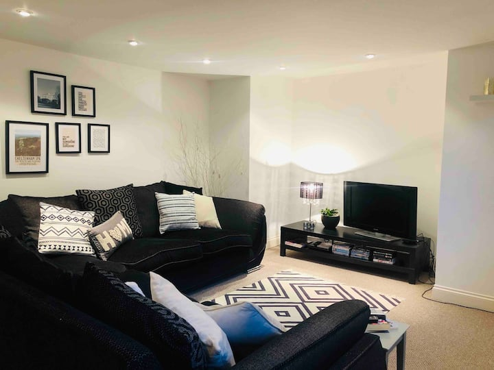 spacious, stylish, central 3 bed, family, parking