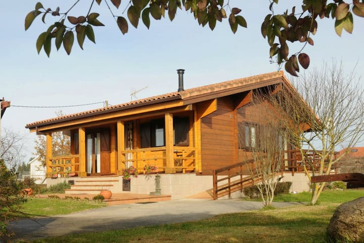Cozy wooden cottage in coastal area - Ribadumia - Chalet