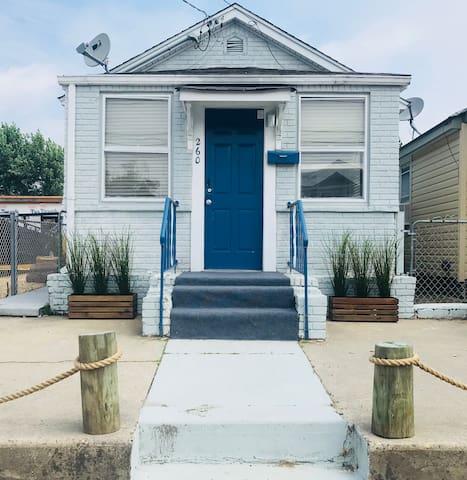 BEACH HOUSE !  Perfect Family Getaway, Sleeps 6