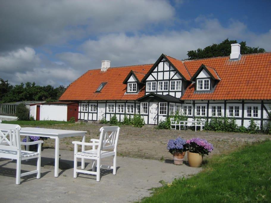 Bjoernegaarden, front page