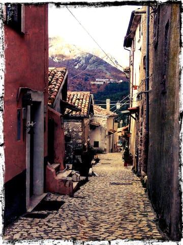 maginifico nel centro storico - Ovindoli - Casa
