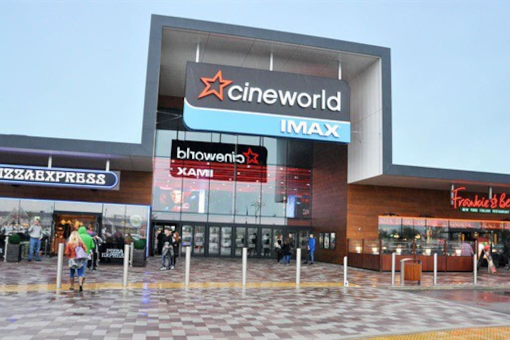 Cinema, restaurants and shops within walking distance