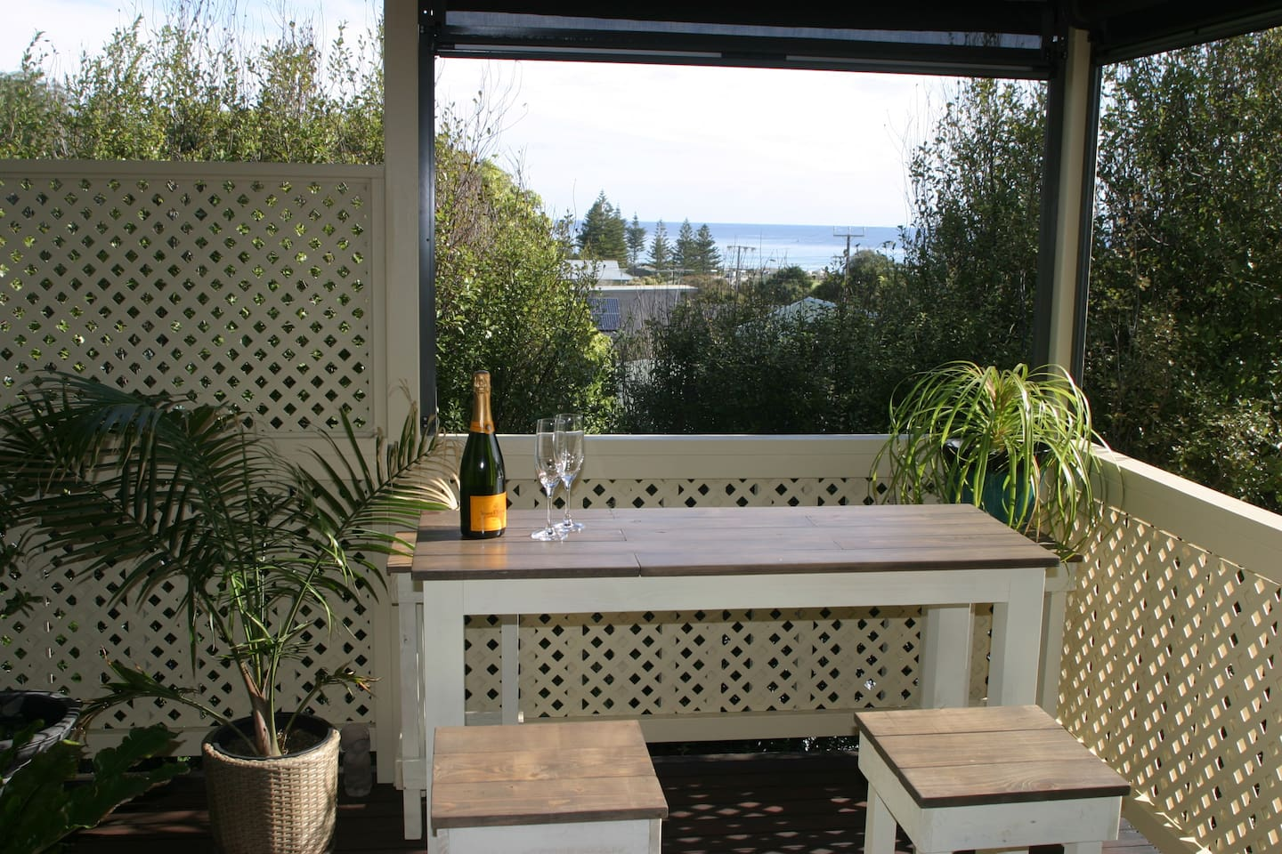 Your own private top deck with BBQ & beautiful sea and sunset views.