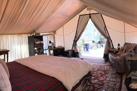 Romantic Asheville Boutique Tent Getaway - Alexander - เต็นท์