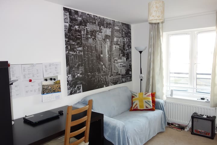 comfortable room in a modern flat - Maidenhead - Appartement