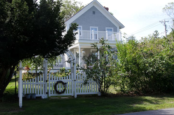 SUNSET BEACH, SI: Great Farmhouse