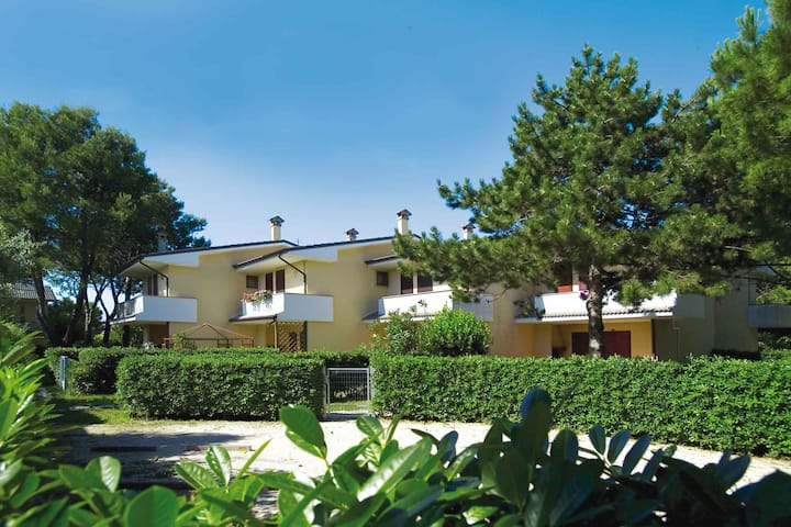 apt for 4+2 persons with a/c in Bibione R26661
