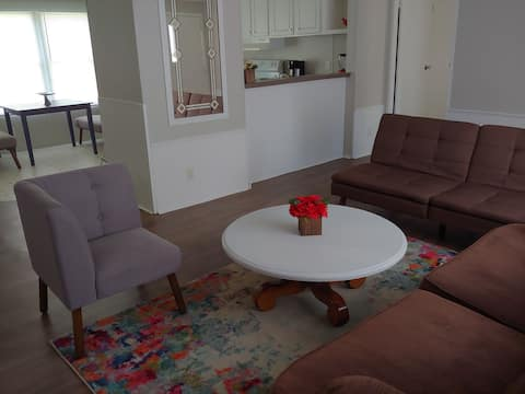 Sleeps 8, Only 6 mi from I-20, Clean & Comfy! 883