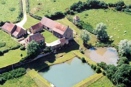 XVIIth cent. country house Burgundy - Viry - Villa