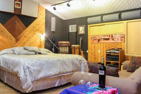 Recording Studio, Horses, Vineyards - Redwood Valley