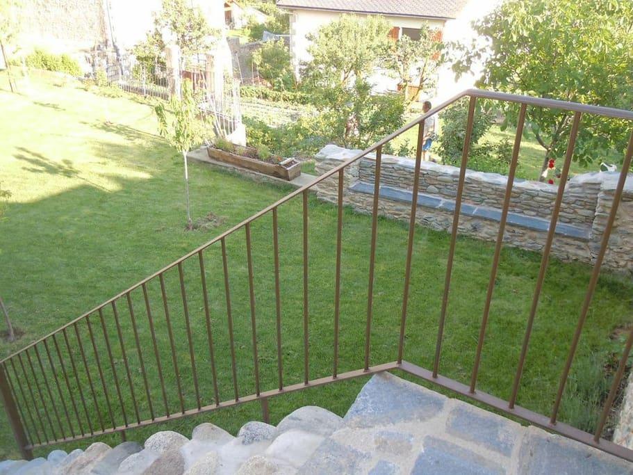 Vista parcial al jardín