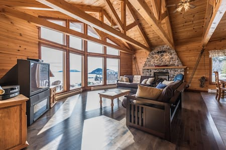 Luxurious, secluded chalet on 3-acre oceanfront - Tors Cove - 独立屋