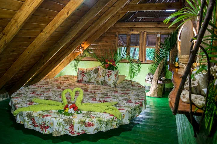 Chalet Tropical B&B #7 double room w Pool Access