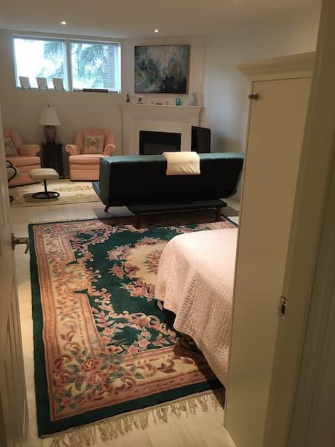 Lakeview Gem Bachelor Suite