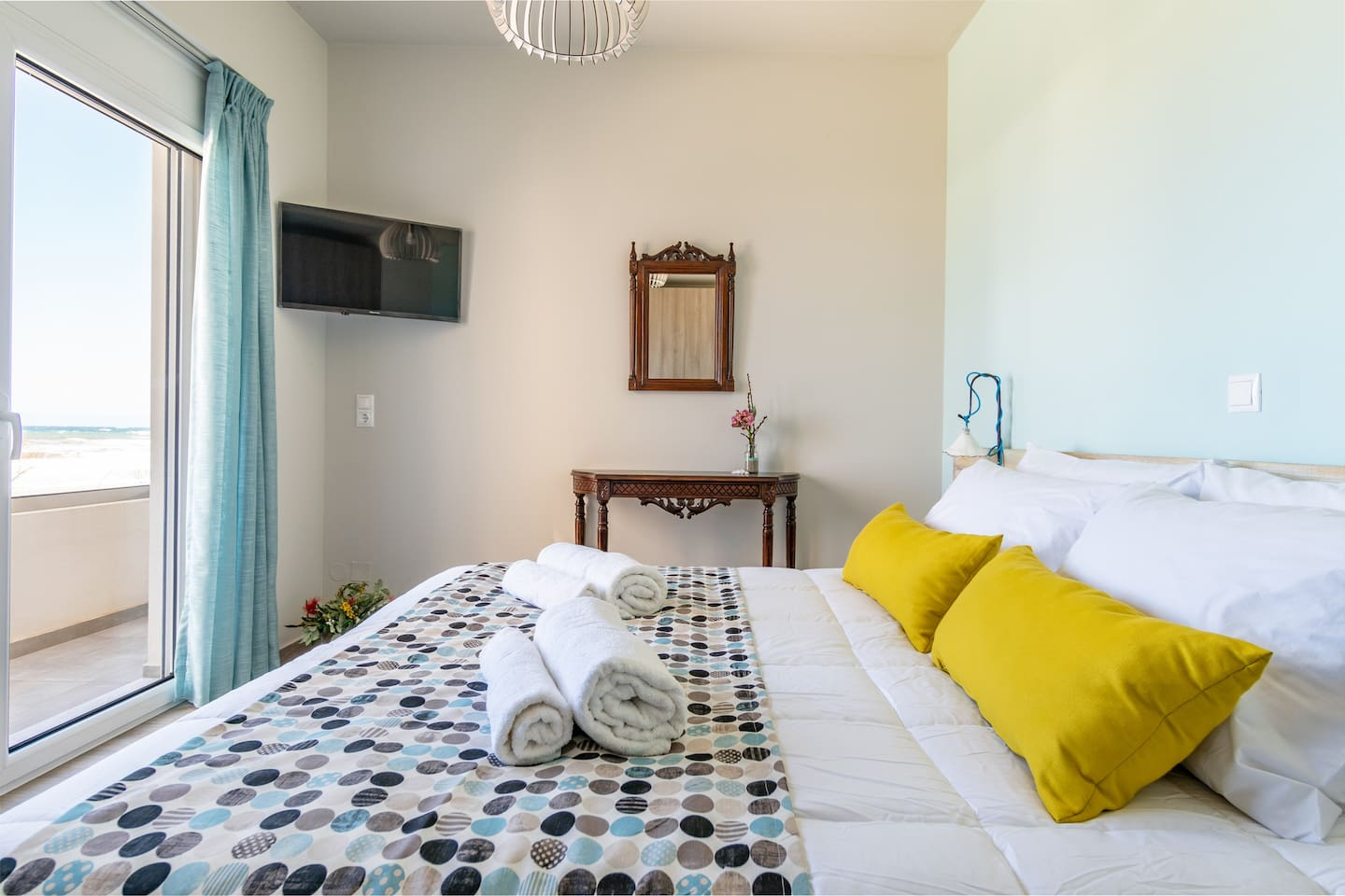 Bedroom with sea view and COCOMAT bed and mattress