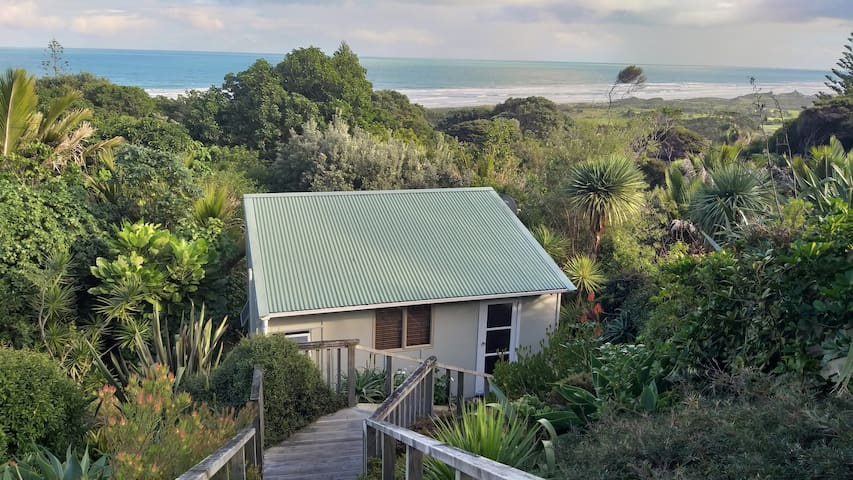 Muriwai Beach - private Cabin