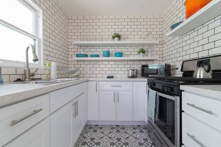 North Park Classic Cottage w Modern Flare