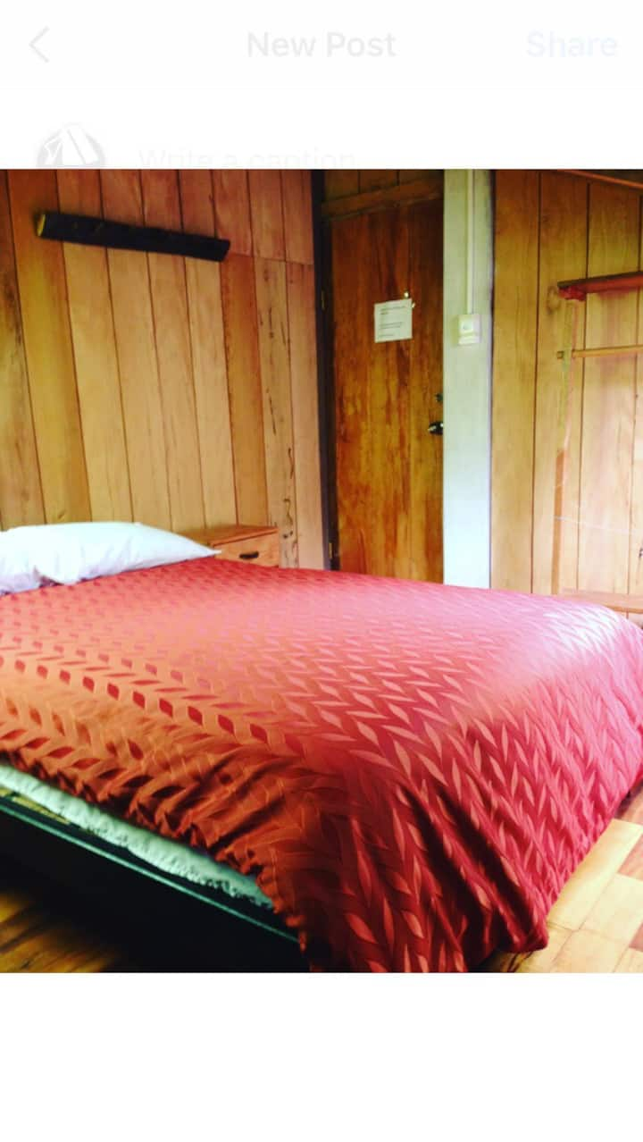 4-4 1 Double bed & 1 Single bed. Shared bathr&kitc