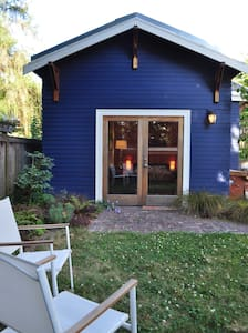 Charming Admiral District Cottage - Seattle
