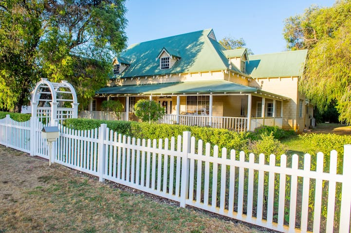 The Willows - Kangaroos - Busselton - Yalyalup - Casa