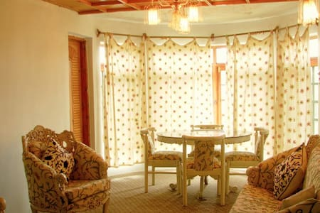 Hillscape Inn, near Dal Lake - Srinagar - Villa