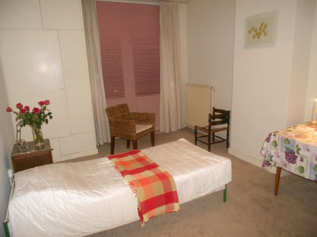 Room+Balcony near Central Station - La Haia - Bed & Breakfast