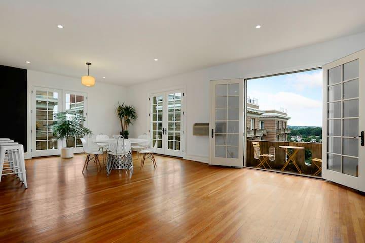 Beautiful Top Floor Apartment with 5 Balconies