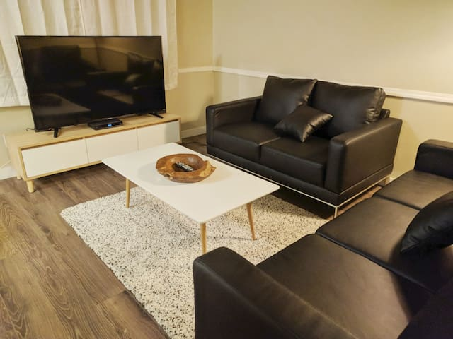 Family Friendly Townhome Close to Royal Alex & DT