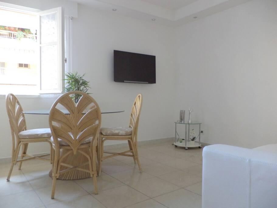 proche croisette mignon studio apartments for rent in. Black Bedroom Furniture Sets. Home Design Ideas