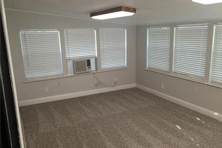.#3 Twin bed in a huge shared bedroom - Irving - Casa