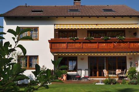 Ferienwohnung Villa Carina Gauting - Gauting - Appartement