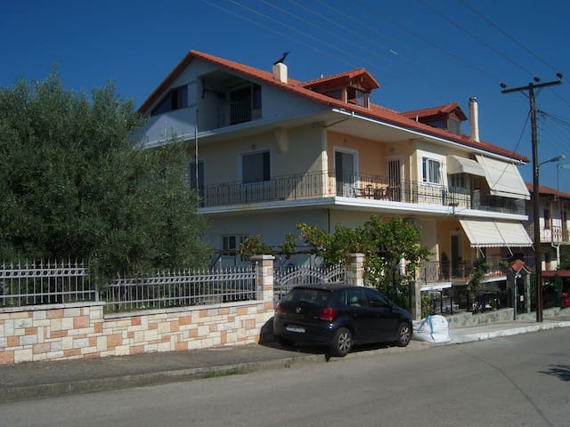 Spacious and Friendly house in Sperxeiada