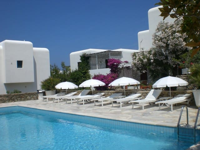 Bungalow in Downtown Mykonos w/pool - Mikonos - Apartamento