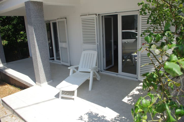 3 bdrm apt. for 6+1, pets welcome - Vodice