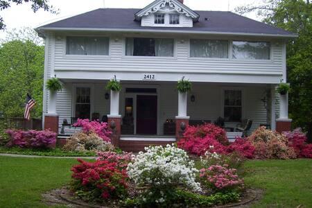 1910 Home in quiet neighbor