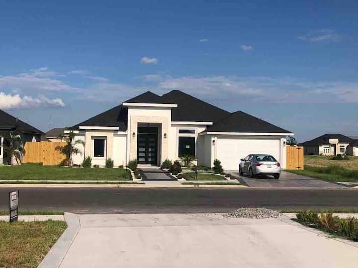 Luxurious New Home in Pharr
