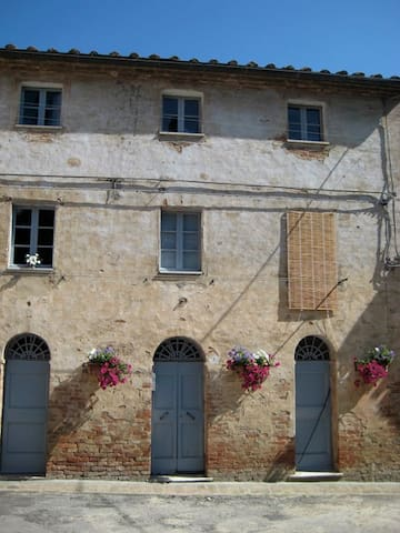 House in Medieval Tuscan Village - Monterongriffoli - Hus