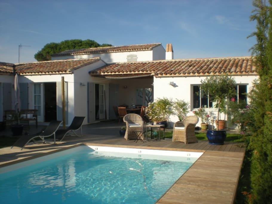 Belle maison neuve pleine de charme maisons louer la for Location maison ile de re avec piscine
