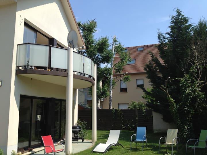 Near Paris, apartment independent