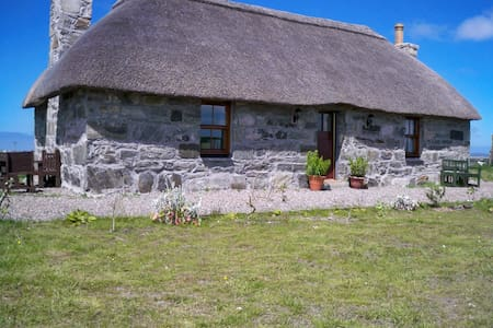 Traditional Scottish island cottage - Balivanich