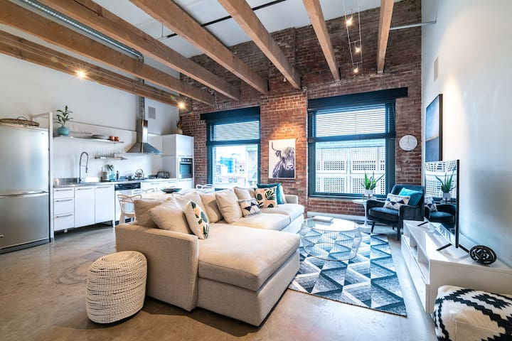 NEW! Brick & Beam Gastown Heritage Loft!!