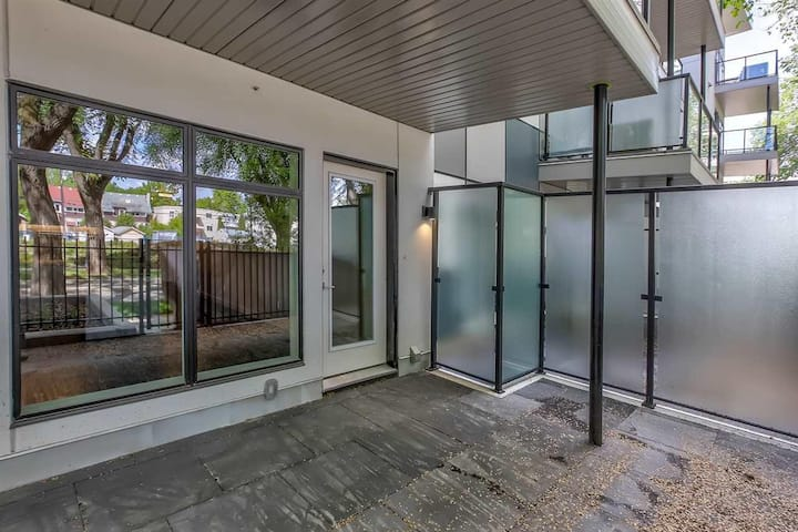 Modern Condo Off Whyte Ave
