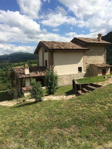 Affascinante rustico in alta Val Tidone - Caminata - Villa