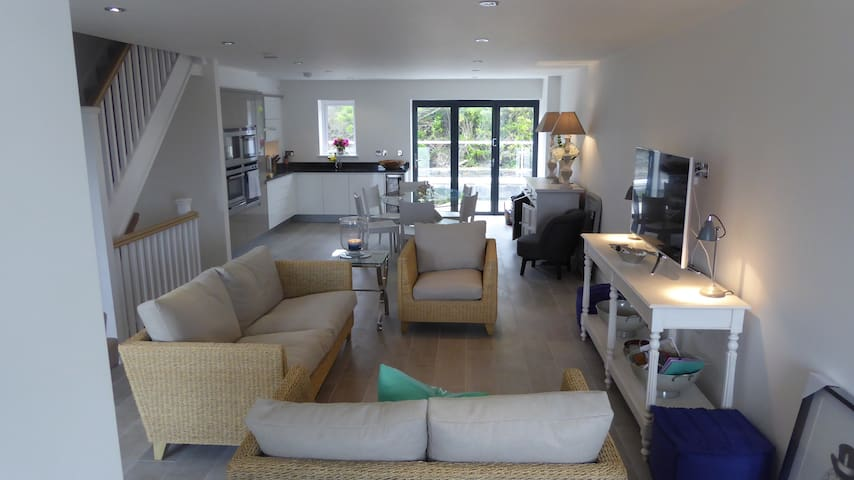 Stunning New Beach & Golf Escape: Sea Views Fab! - Constantine Bay - Huis
