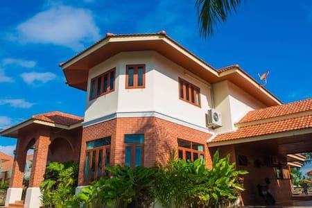 100平超大泳池,BBQ、酒吧、茶艺等一应设施俱全,7房8床超大空间,免费出行服务,只为给您完美假期 - San Sai District - Σπίτι