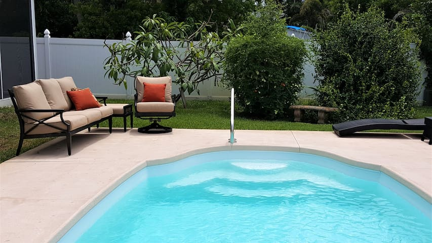 Private Pool Oasis, King Bed, 1 Mile to Beaches
