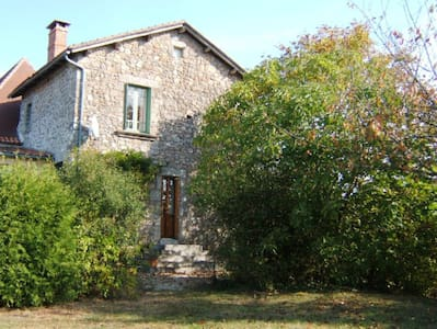 Holiday cottage in north Dordogne - Saint-Estèphe - Huis