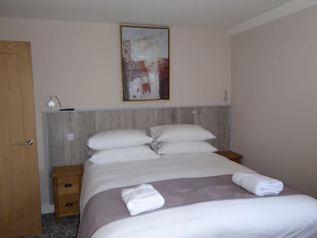 Rooms at 73Waterlooville Rm7