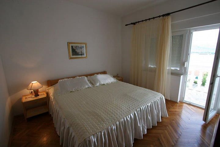 1-bedroom apartment with a sea view - Mastrinka - Daire
